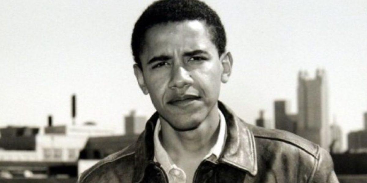 Presentador revela fotos de Barack Obama vestido como musulmán
