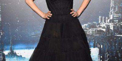 Mila Kunis posó sin maquillaje para portada de revista