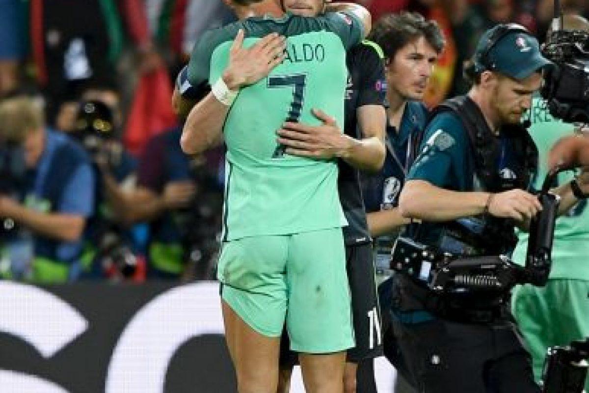 Cristiano Ronaldo y Gareth Bale se abrazaron después del partido Foto:Getty Images. Imagen Por: