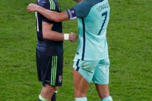 El luso fue a consolar a su compañero del Real Madrid tras ganarle la semifinal de la Eurocopa Foto:Getty Images. Imagen Por: