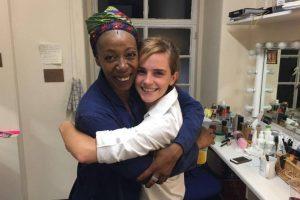 """Emma Watson conoció a la actriz que interpreta a """"Hermione"""" pero en la edad adulta y como la nueva Ministro de Magia.. Imagen Por:"""
