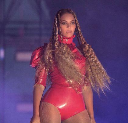 La cantante pidió la ayuda de sus fans para erradicar la violencia que vive la raza negra.