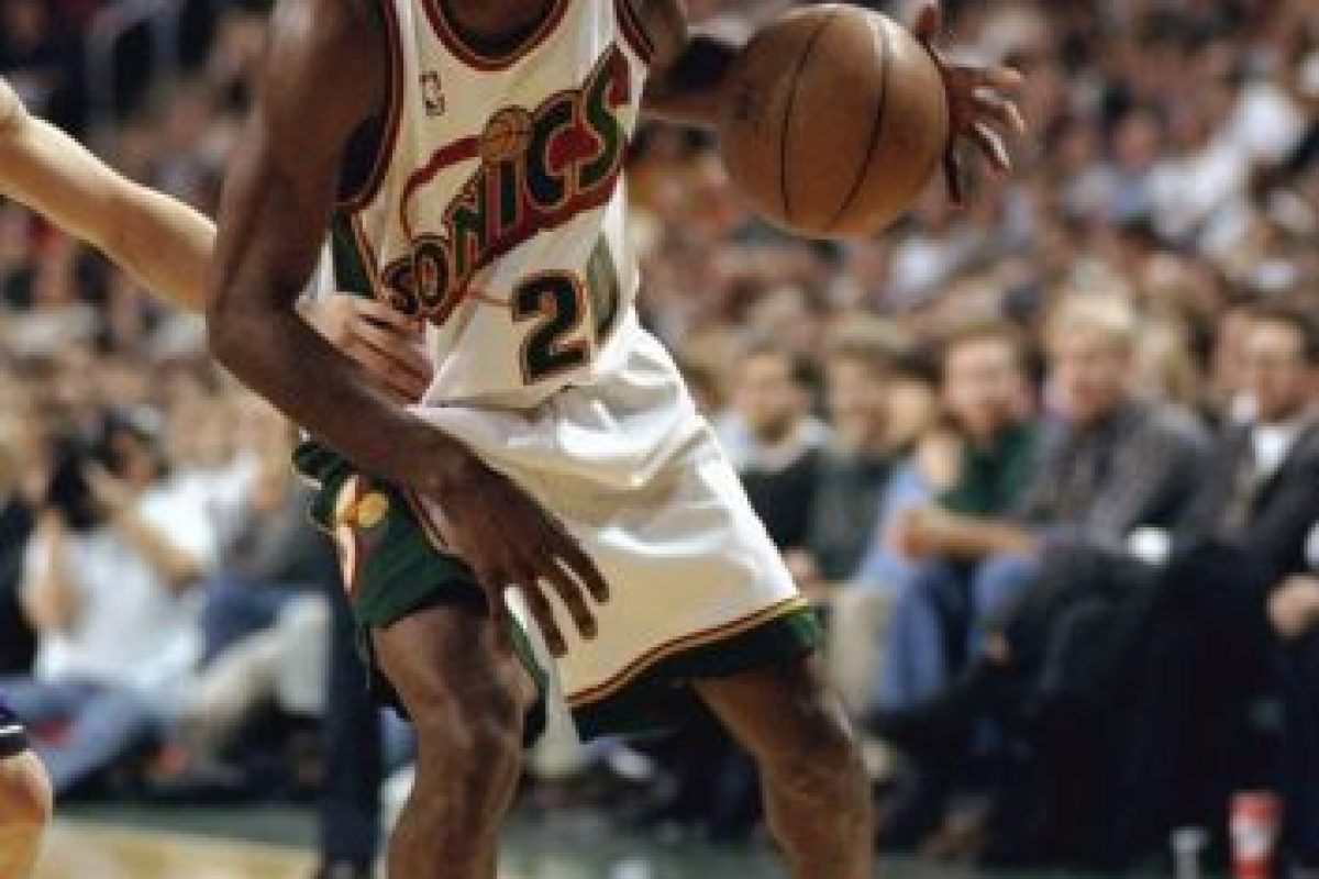 Gary Payton. Después de ser un referente de Seattle por 13 años, jugó sus últimas campañas con Milwaukee, Lakers, Boston y Miami Foto: Getty Images. Imagen Por: