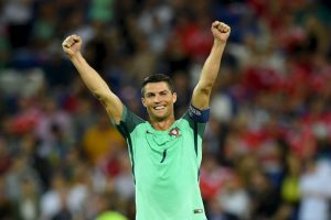 Cristiano busca darle el primer título europeo a Portugal Foto:Getty Images. Imagen Por: