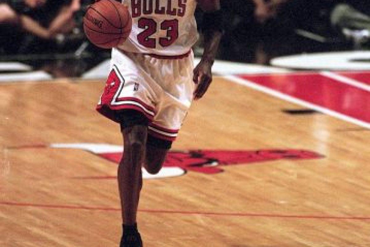Michael Jordan. El mejor de todos los tiempos jugó 13 campañas con los Bulls, pero tuvo un breve regreso de dos temporadas con Washington Foto:Getty Images. Imagen Por: