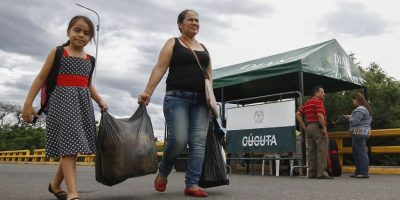 Venezolanos podrán cruzar frontera con Colombia por 12 horas para abastecerse