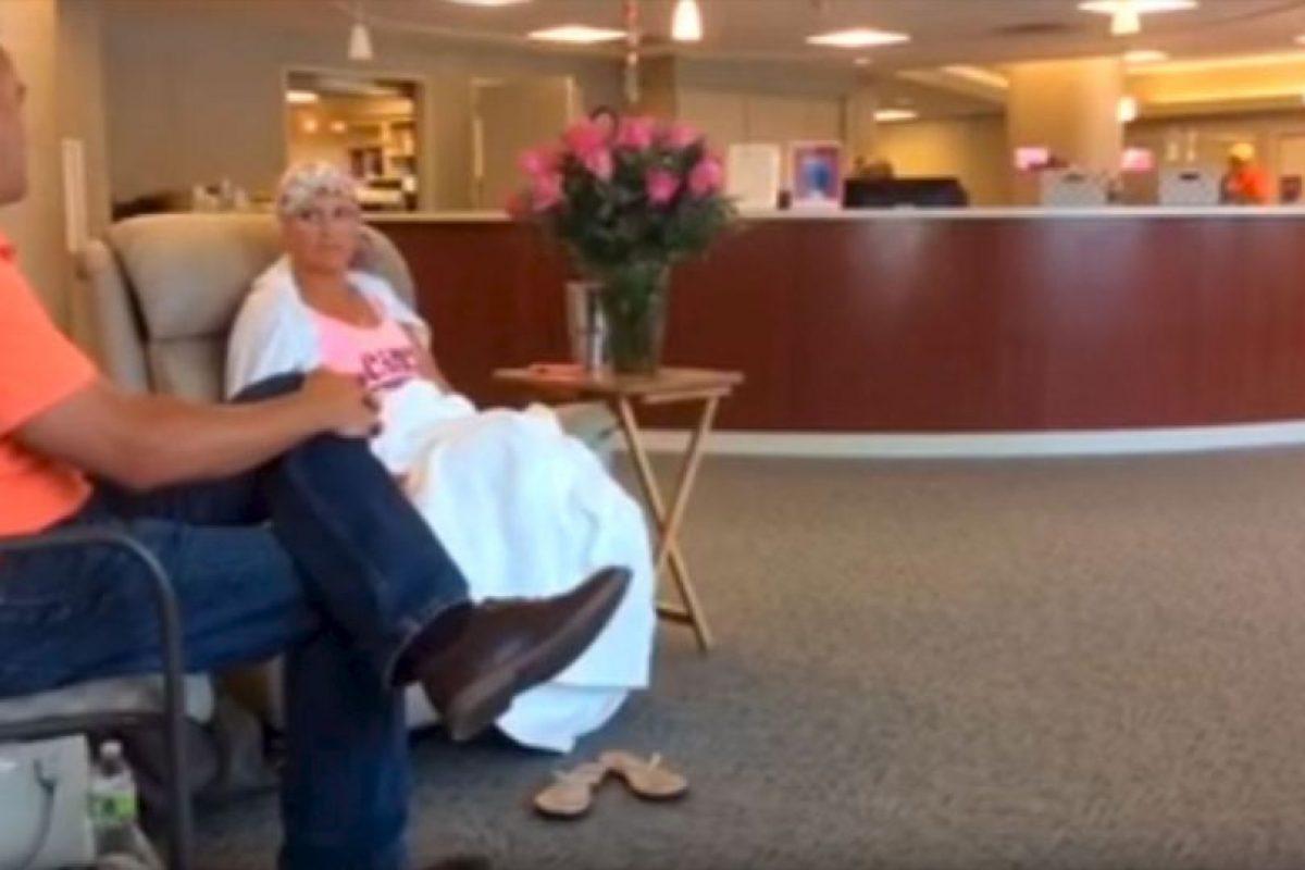 Alissa Korte Bousquet padece cáncer de mama. Foto:Youtube Brad Bousquet. Imagen Por: