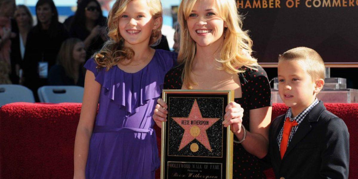 ¿Reese Whiterspoon tiene una hermana gemela?
