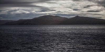 Encuentran dos muertos en Punta Arenas y presumen hundimiento de barcaza con cinco pasajeros