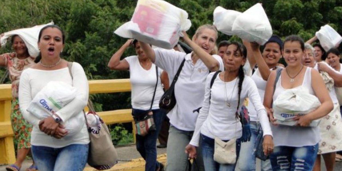 Multitud de venezolanos cruza frontera con Colombia por alimentos y medicinas