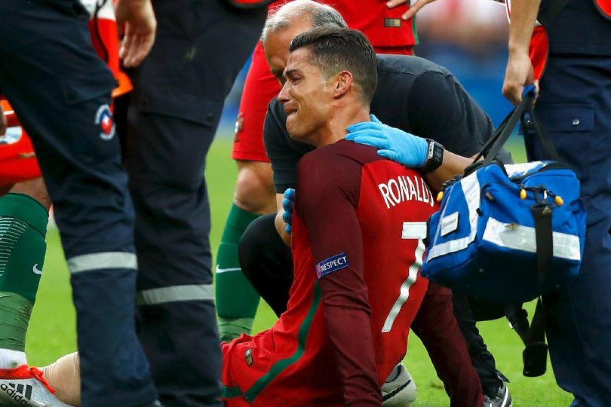 La lesión de Cristiano Ronaldo marcó la final tras lesionarse en el minuto 25 Foto:Getty Images. Imagen Por: