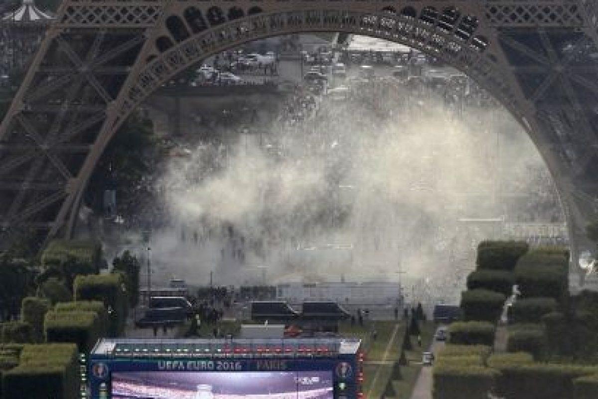 Los hinchas buscaban ingresar a la fan zone Foto:AFP. Imagen Por:
