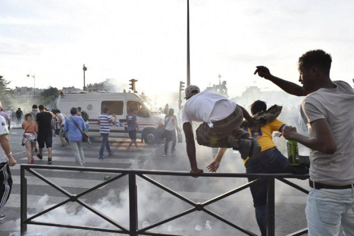 La policía tuvo que usar gases lacrimógenos y tanques de agua para disuadir la manifestación Foto:AFP. Imagen Por: