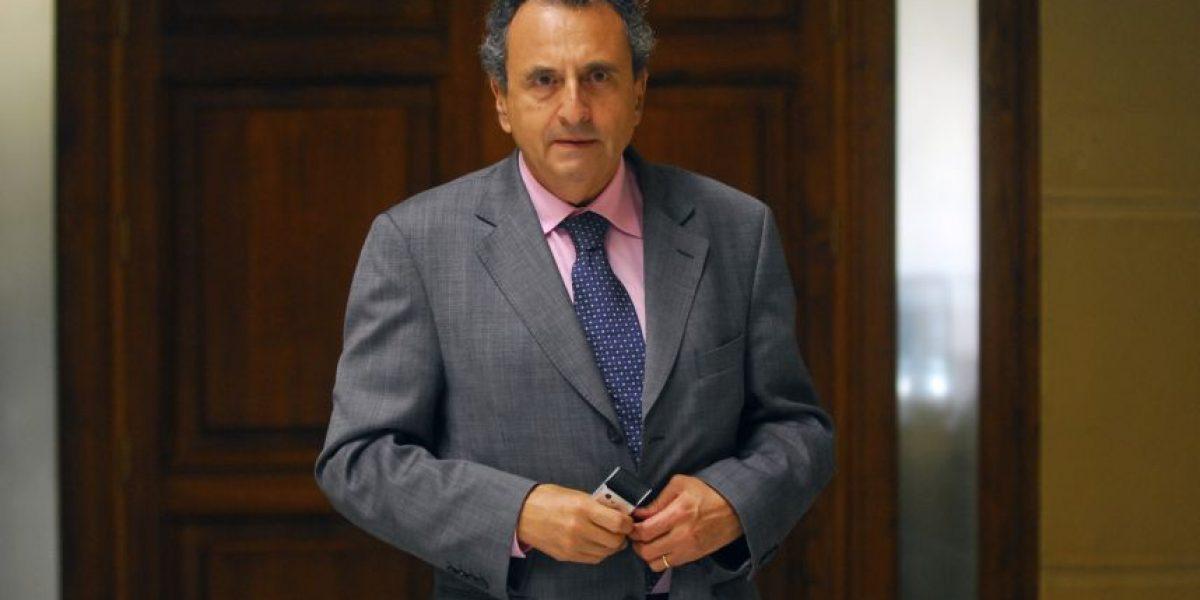 Formulan al menos tres cargos contra ex embajador en Francia Patricio Hales