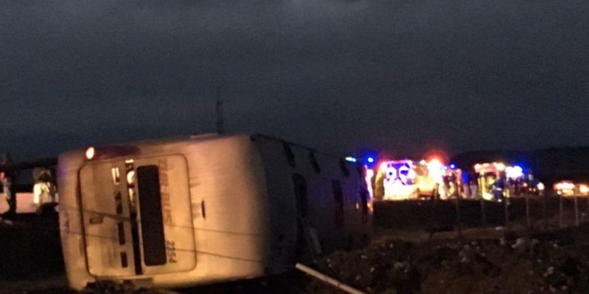 """Bomberos y volcamiento en Ovalle: """"Cuando levantemos el bus veremos si hay más fallecidos"""""""