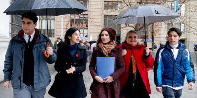 Cones y parlamentarios entregan carta en La Moneda para cambiar el sistema de financiamiento