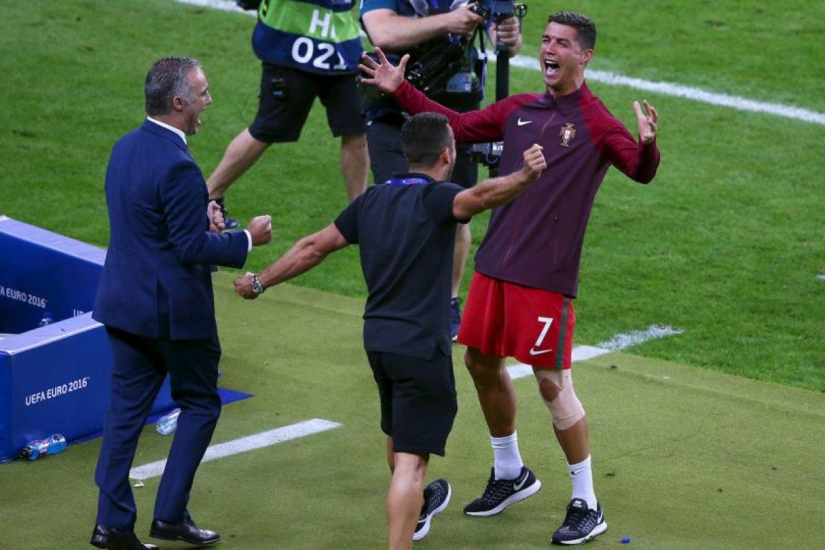 Cristiano Ronaldo saltó, caminó y gritó al borde de la cancha Foto:Getty Images. Imagen Por: