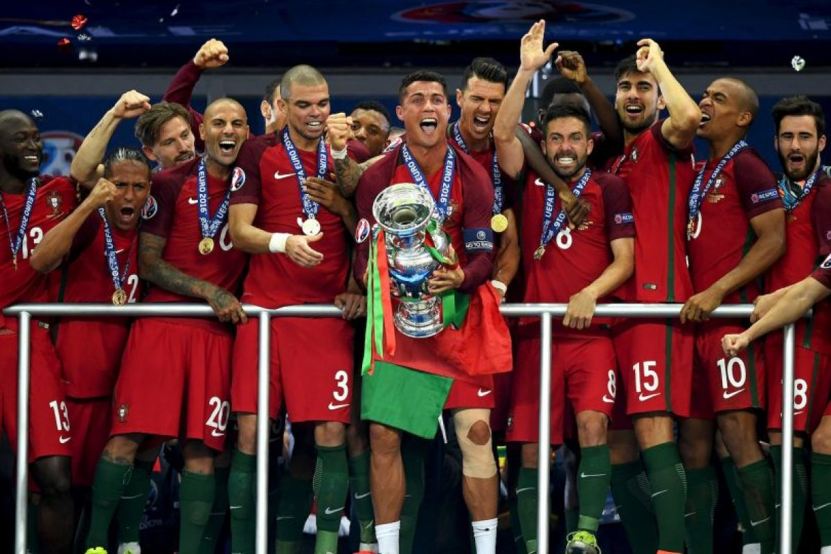 Cristiano Ronaldo se posicionó como uno de los mejores del mundo al ganar el primer título con la selección Foto:Getty Images. Imagen Por: