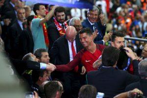 Cristiano Ronaldo recibió felicitaciones de muchas partes, pero hubo una que valoró: la de Alex Ferguson Foto:Getty Images. Imagen Por: