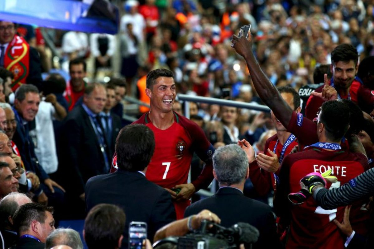 Cristiano Ronaldo fue felicitado por su ex técnico del Manchester United Foto:Getty Images. Imagen Por: