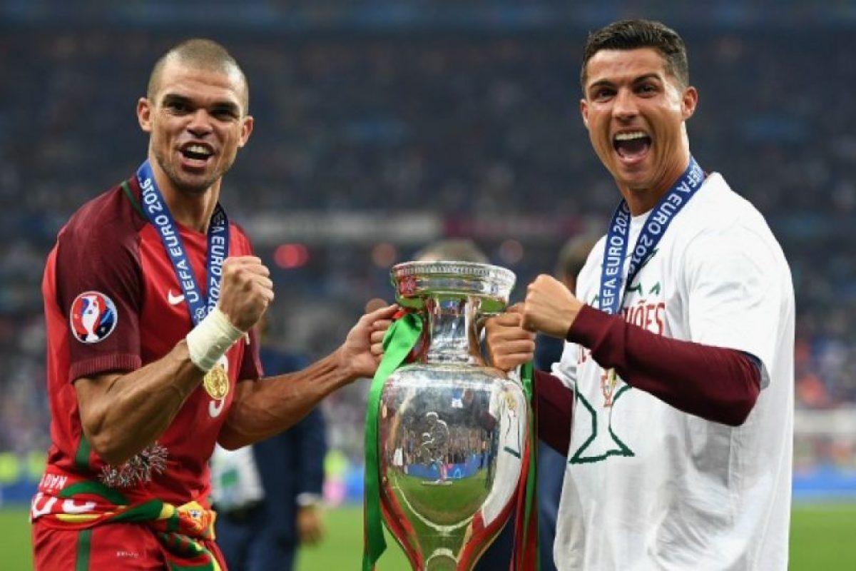 Pepe y Cristiano Ronaldo se sumaron al grupo de jugadores que han ganado el Eurodoblete Foto:Getty Images. Imagen Por: