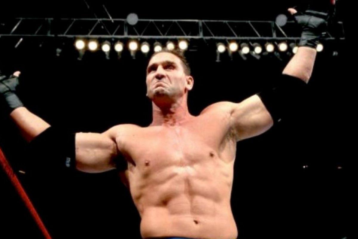 """espués pasó a la WWF, donde era anunciado como """"El hombre más peligroso del mundo"""" Foto:Twitter. Imagen Por:"""