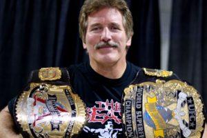 Fue campeón del mundo en dos ocasiones en la NWA de lucha libre y forma parte del Salón de la Fama de la UFC Foto:Twitter. Imagen Por:
