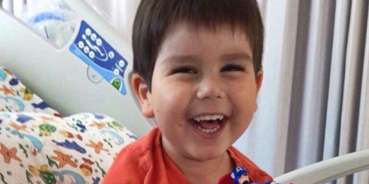 Ordenan a Hospital Clínico UC devolver los pagarés por caso de León Smith