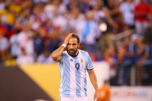 Y fue comparado por sus errores con el argentino Gonzalo Higuaín Foto:Getty Images. Imagen Por: