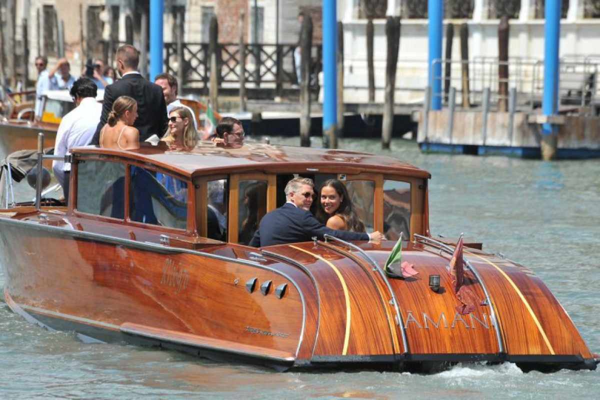 La elegante y romántica boda se realizó en Venecia Foto:AP. Imagen Por: