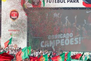 Así fueron los festejos de Cristiano Ronaldo y la Selección de Portugal, tras ganar la Euro 2016 Foto:Getty Images. Imagen Por: