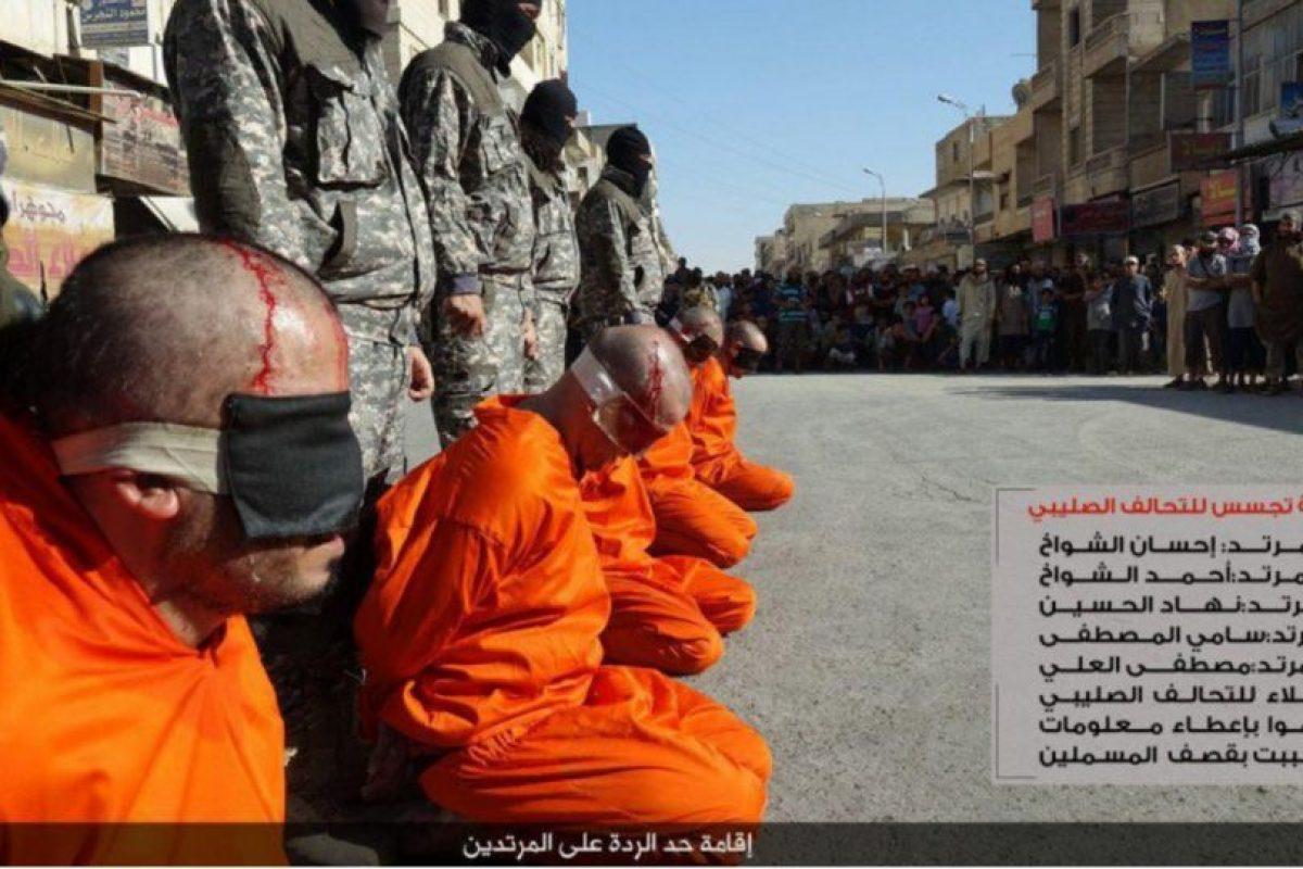 Además, fueron acusados de ser espías de los kurdos Foto:Twitter @Raqqa_SL. Imagen Por: