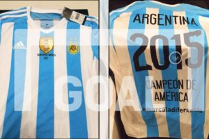 Argentina tenía lista la camiseta para festejar el título de la Copa América 2015 ante Chile, pero perdieron en la definición a penales Foto:goal.com. Imagen Por: