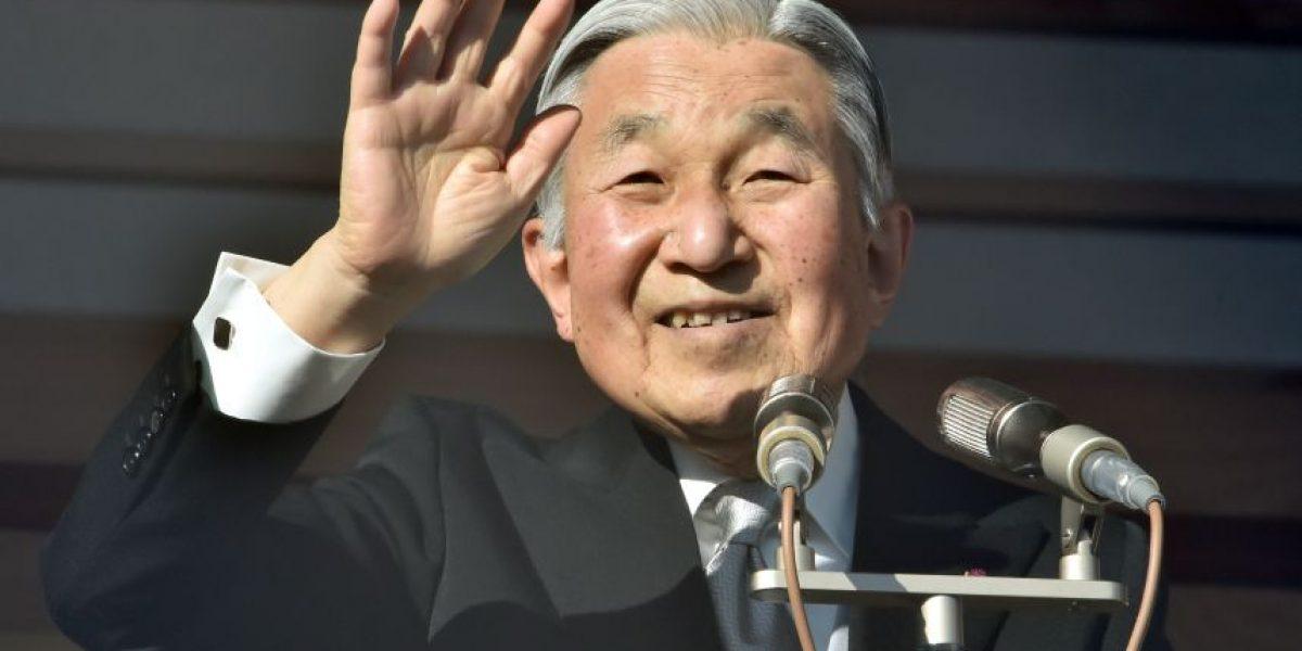 Emperador japonés Akihito anunció su deseo de abdicar a favor de su hijo