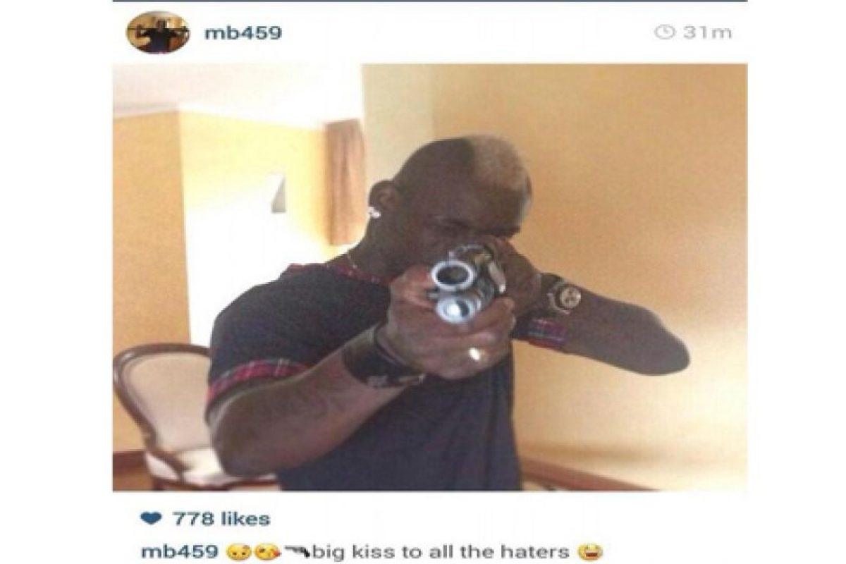 Le mandó un saludo a sus críticos con pistola en mano Foto:Instagram Mario Balotelli. Imagen Por: