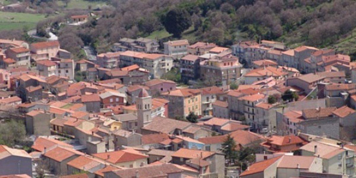 Pequeños pueblos italianos venden casas a $730