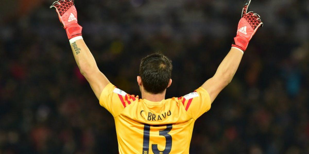 Claudio Bravo es uno de los ocho jugadores que Barcelona pondría en el mercado