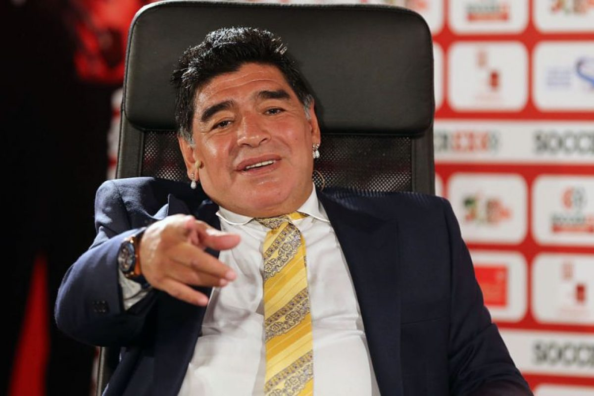 Diego Maradona es uno de los candidatos que tiene Bolivia para tomar el cargo de Julio César Baldivieso Foto:Getty Images. Imagen Por:
