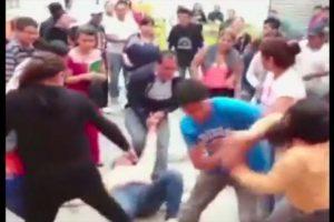 Unas personas intentaron detenerlas. Foto:Reproducción Youtube/24 Horas. Imagen Por: