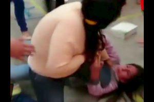 Dos mujeres iniciaron una batalla campal por un par de zapatos. Foto:Reproducción Youtube/24 Horas. Imagen Por: