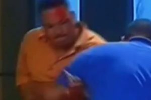 Otro queda con una gran herida en la cabeza. Foto:Telemundo. Imagen Por: