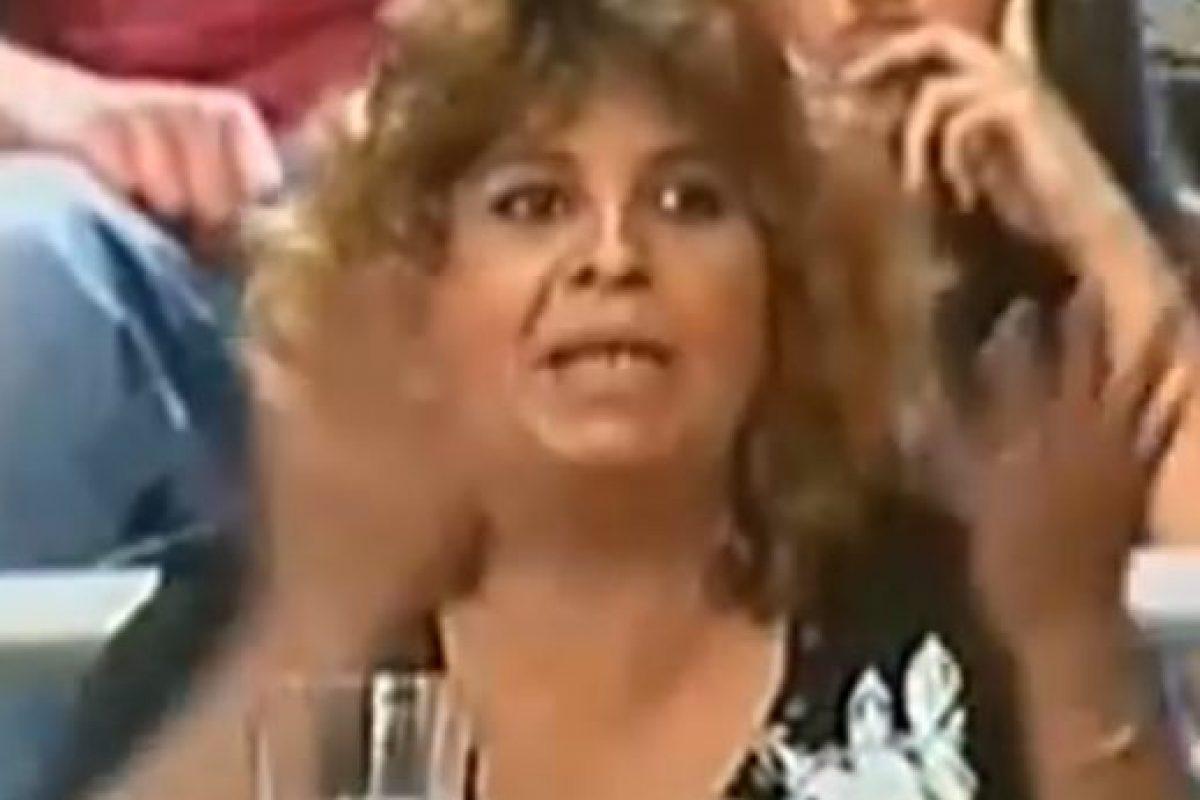 Hay una mujer que no deja hablar a Ana María. Foto:Telemundo. Imagen Por: