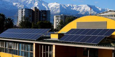 Providencia inaugura su primera planta de energía solar