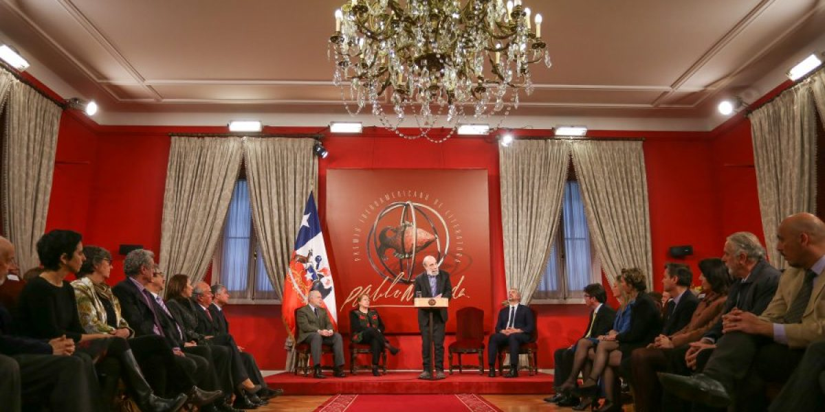 Raúl Zurita recibe Premio de Poesía Pablo Neruda