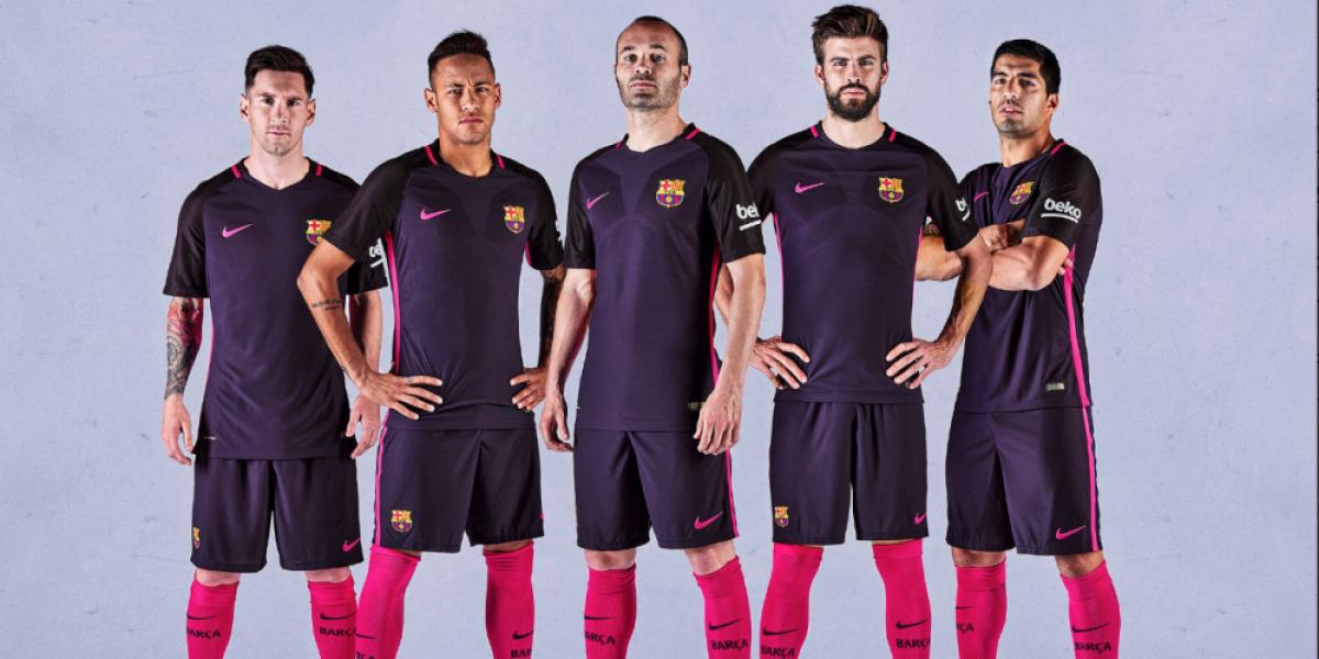 Mezclaron el blau y el grana: La innovadora segunda camiseta de Barcelona