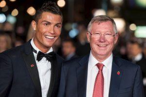 Cristiano Ronaldo y Alex Ferguson ganaron juntos en Manchester United el tricampeonato de la Premier League desde 2006/07, 2007/08, 2008/09 Foto:Getty Images. Imagen Por: