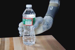 El brazo biónico recibió su nombre inspirado en clara referencia al protagonista de Star Wars Luke Skywalker, quien utiliza un implante tras la perdida de su brazo. Foto:DARPA. Imagen Por: