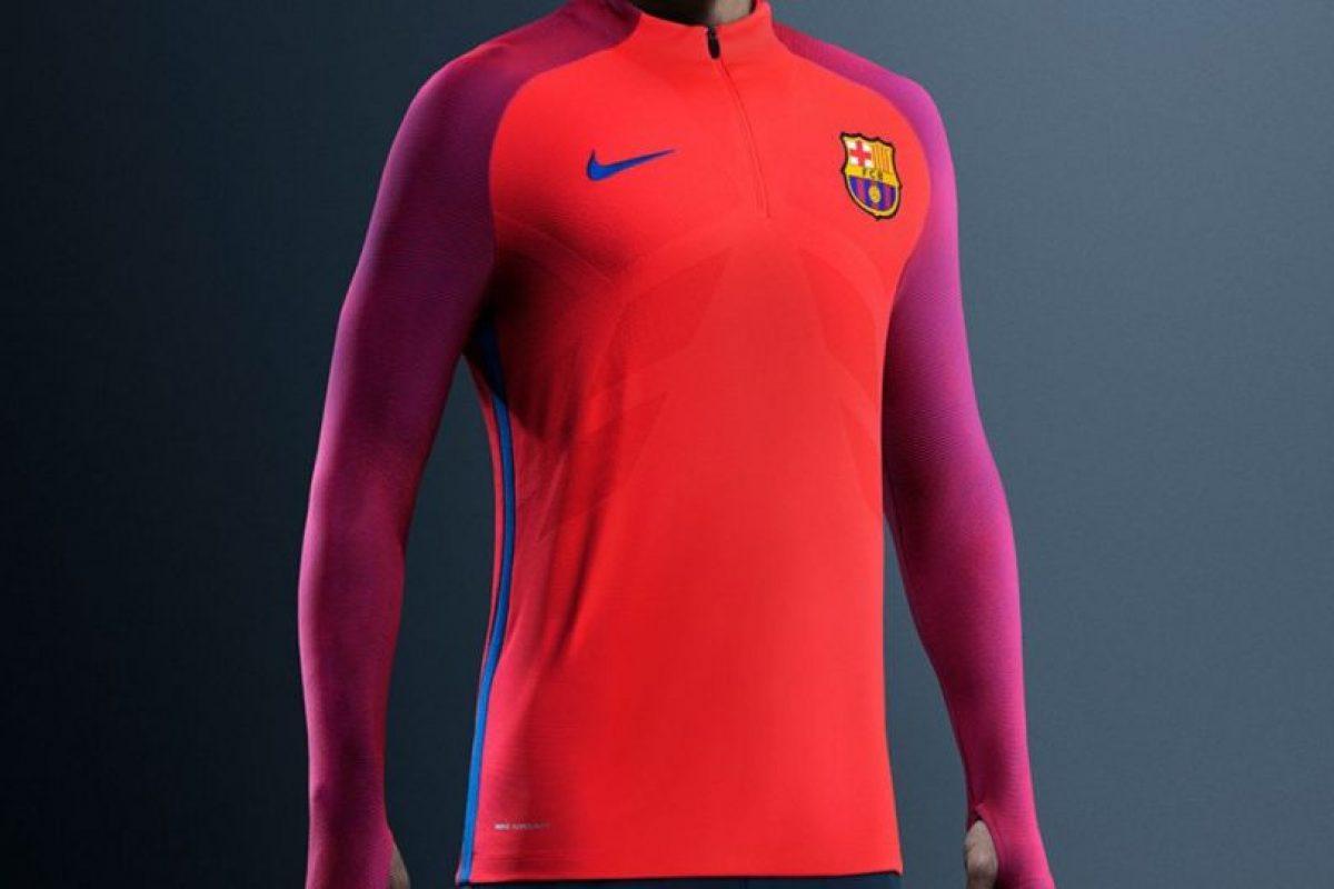 Barcelona también estrenó nueva ropa de entrenamiento Foto:Twitter FC Barcelona. Imagen Por: