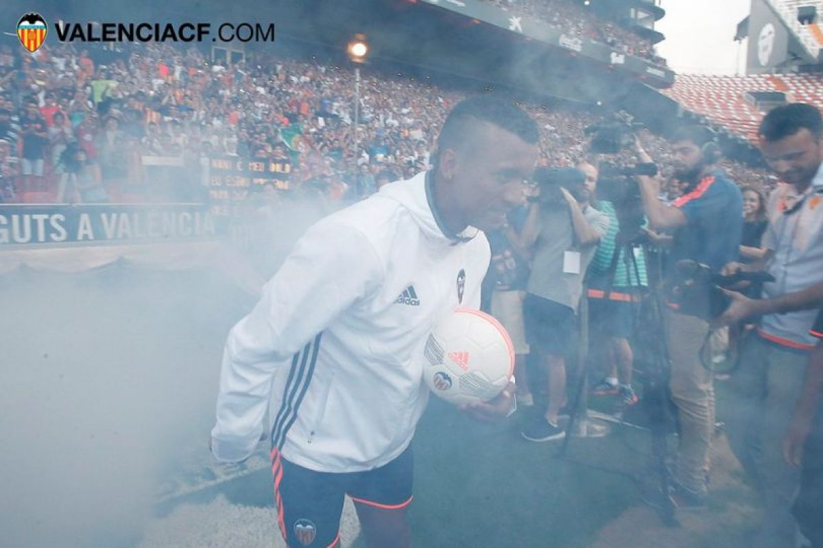 Nani fue presentado como figura en Valencia Foto:Twitter Valencia. Imagen Por: