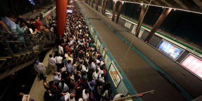 Metro: falla de tren produce nube de humo y genera problemas en el servicio